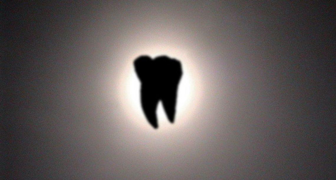 Molar eclipse stuns observers
