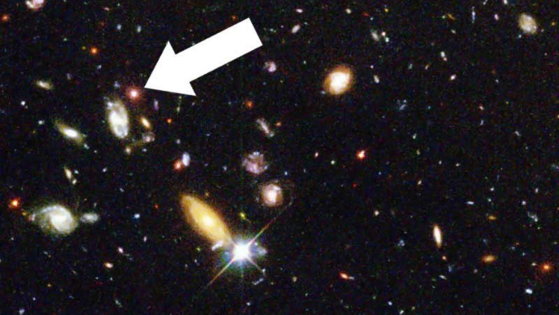 Massive arrow threatens distant galaxy