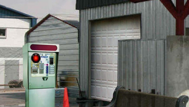 HAL 2000 denies entry to car wash