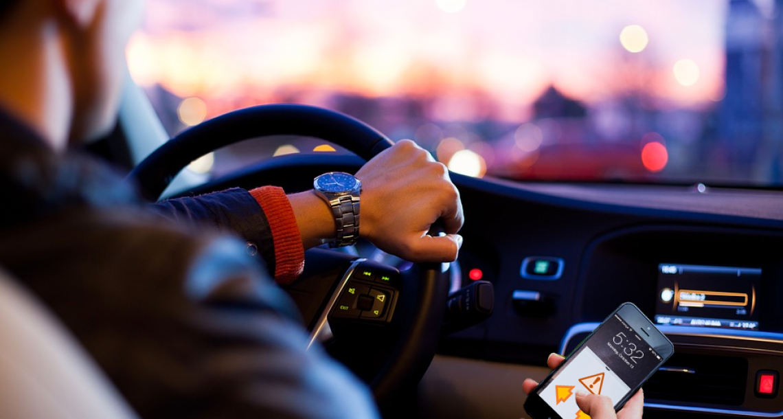 Blinker App Lets Drivers Use Turn Signals Without Looking Up